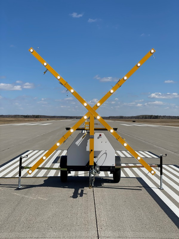 Portable lighted runway marking detail